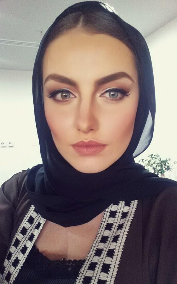 Мис България 2015 – копие на Анджелина Джоли от Елин Пелин