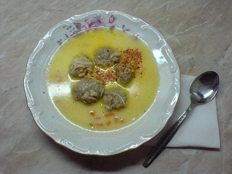 800px-Meat_ball_soup