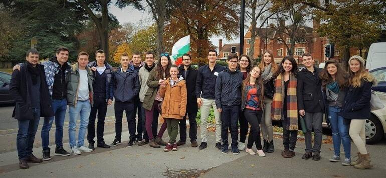млади българи